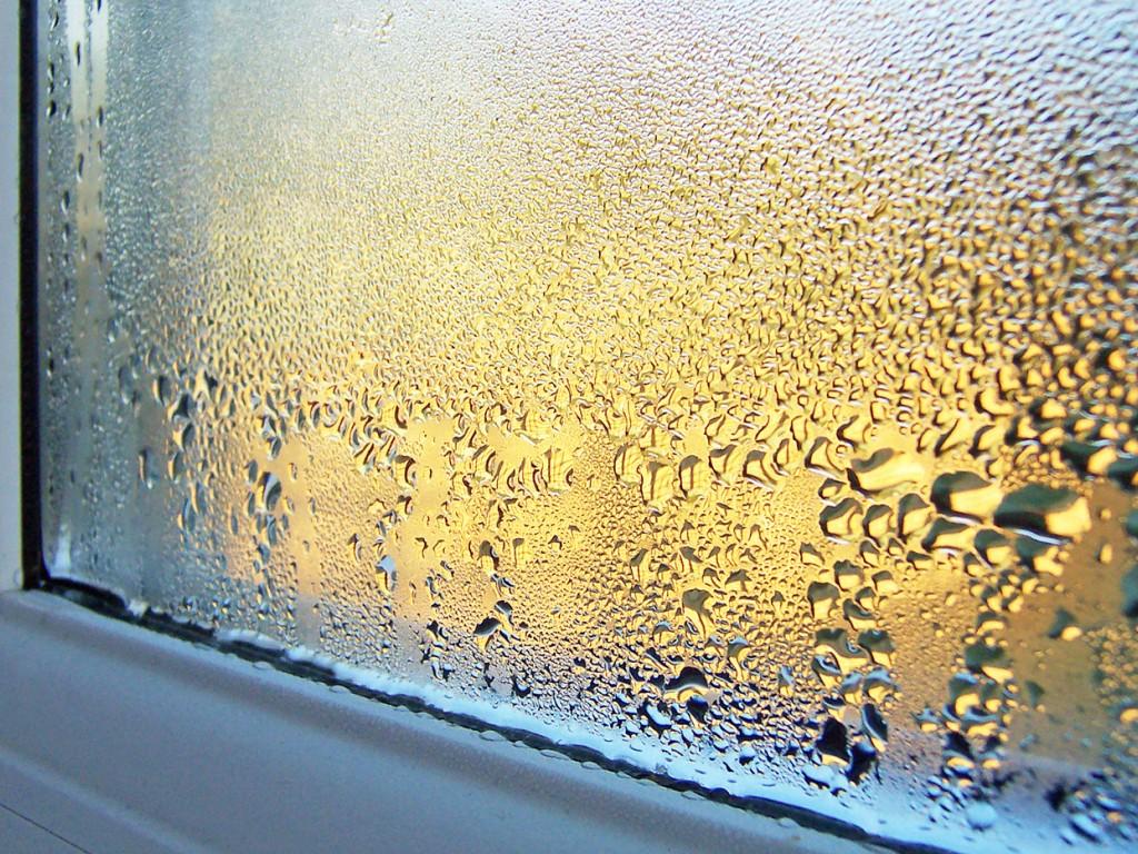 Come contrastare la condensa che si forma sui vetri dei serramenti